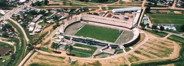 Estádio Atilio Paiva Olivera, em Rivera, 27 mil espectadores, o maior do interior uruguaio