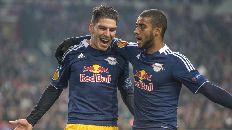 A rotina de gols de Soriano e Alan não deve acabar tão cedo.