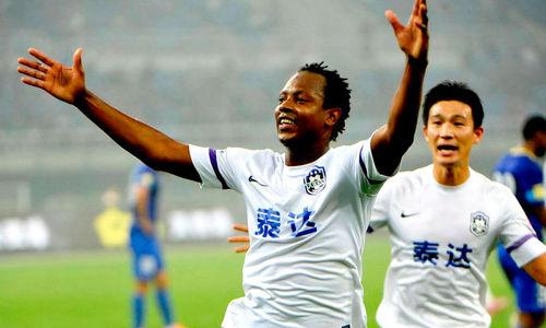 Andrezinho, ex-Inter e Botafogo, com a camisa do Tianjin Teda.