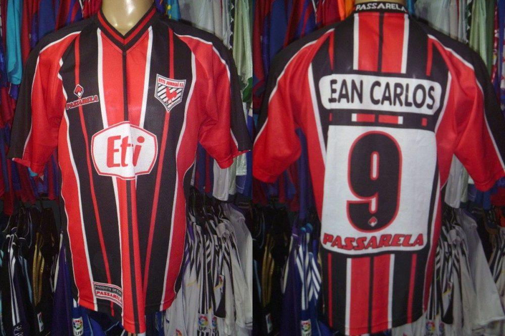 A camisa do Etti Jundiaí na campanha de 2002.