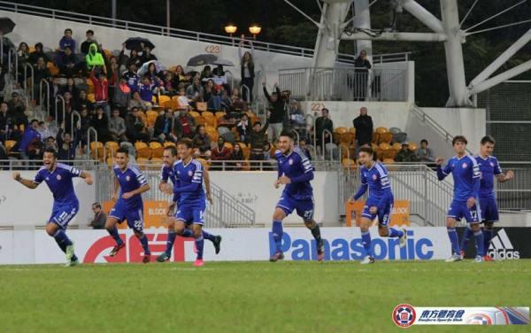 Festa dos jogadores do Eastern após a cobrança das penalidades (Foto: 東方足球隊 Eastern Football Team)